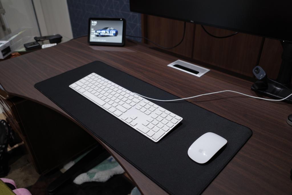 キーボードとマジックマウスの設置イメージ
